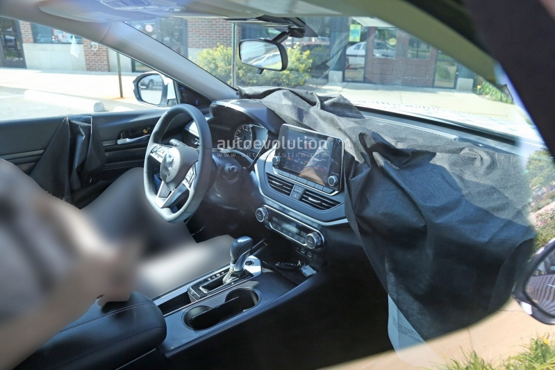 2019-nissan-altima-spied-inside-and-out-is-targeting-the-accord-and-camry_14.jpg