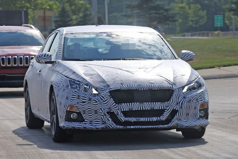2019-nissan-altima-spied-inside-and-out-is-targeting-the-accord-and-camry_12.jpg