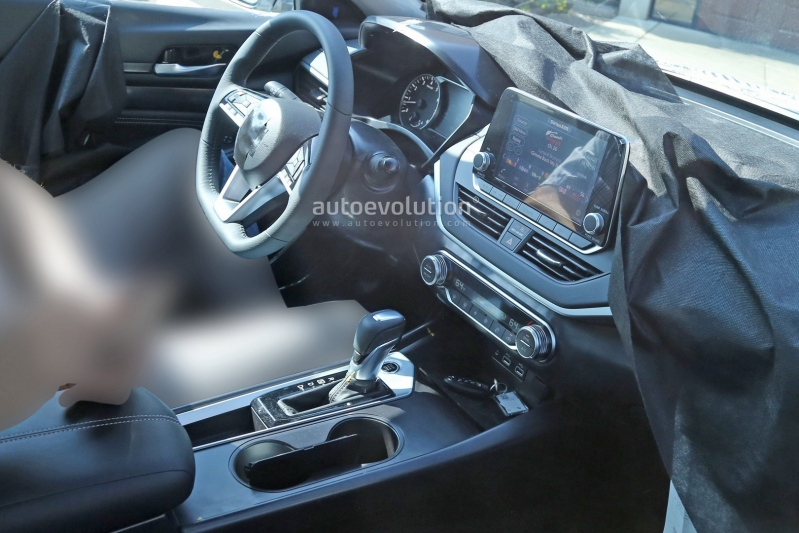 2019-nissan-altima-spied-inside-and-out-is-targeting-the-accord-and-camry_15.jpg