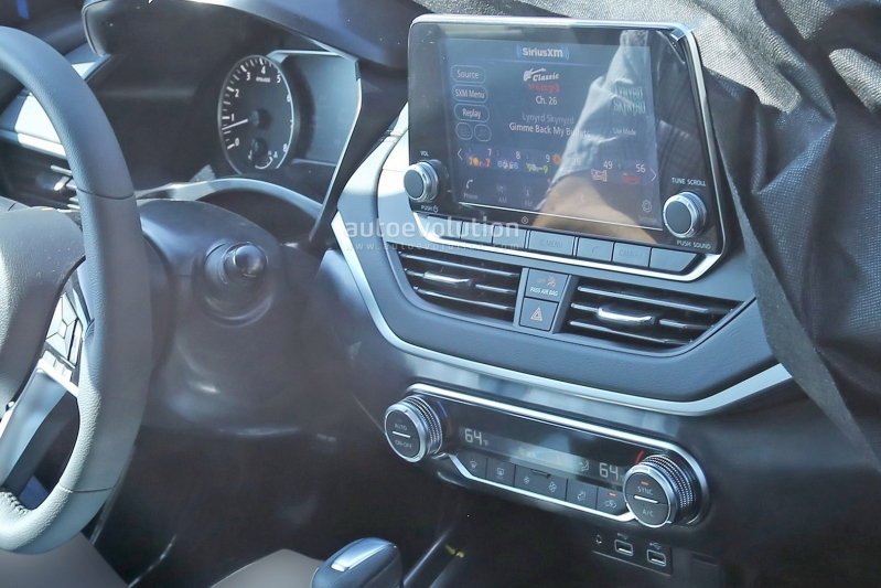 2019-nissan-altima-spied-inside-and-out-is-targeting-the-accord-and-camry_17.jpg