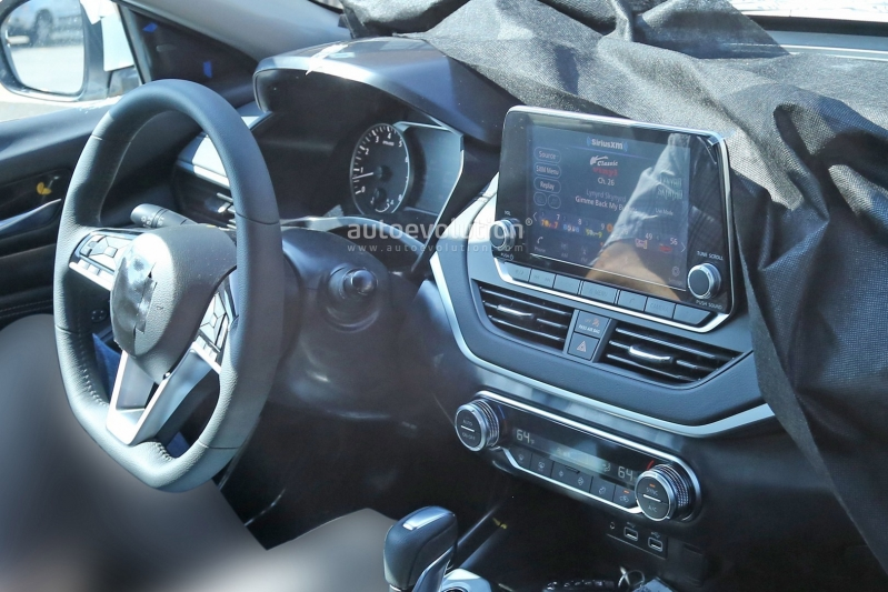 2019-nissan-altima-spied-inside-and-out-is-targeting-the-accord-and-camry_16.jpg