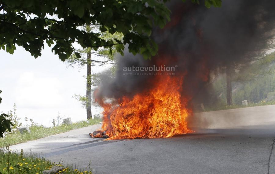 2019-audi-a7-prototype-burns-to-a-crisp-during-tow-testing_15.jpg