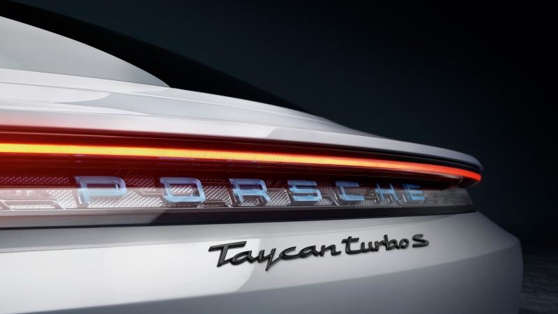 7f239282-2020-porsche-taycan-unveiled-12.jpg